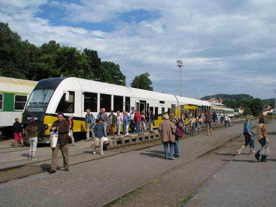 19.07.2008 - Trutnov hl.n.: jednotka SA134-005 po příjezdu na Os 39407 © PhDr. Zbyněk Zlinský