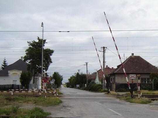 Križovany n/Dud. - Mechnické závory km 6,842 - pohľad smer Zavar, 8.7.2005, © Tomáš Rotbauer