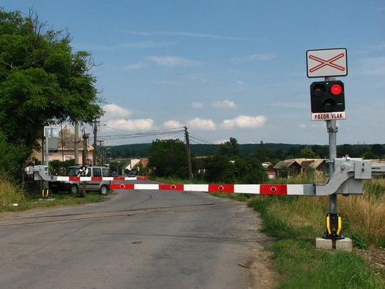 Zelené - Už s novou závorou a výstražníkom LED, 7.7.2008, © štb