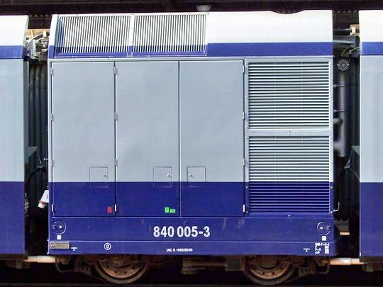 05.09.2005 - Zvolen os.st.: hnací modul jednotky 840.005 © Václav Vyskočil