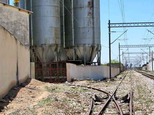 15.06.2008 - Sousse: traťový úsek Sousse Mohamed V - Sousse sud, vjezd nepoužívané vlečky do Office des céréales © PhDr. Zbyněk Zlinský