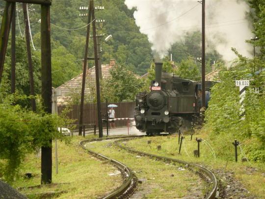 9.8 2008 - Poltár: prechádza popri pôvodných závorách © Jozef Michalko