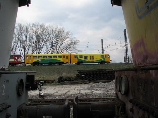 17.04.2008 - Česká Třebová: 814.041-0+914.041-9 projíždí po koridoru na Os 4765  Česká Třebová - Letovice © PhDr. Zbyněk Zlinský