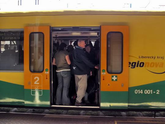 22.09.2007 - Liberec: našlapaná 814.201-0 + 014.001-2 + 814.202-8 jako Os 6308 Liberec - Frýdlant v Č. © PhDr. Zbyněk Zlinský
