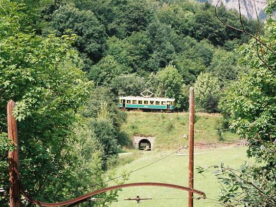 Vlak LBPH na trati kúsok za meste�kom Peyerbach, 15.8.2008, © Peter �ídek