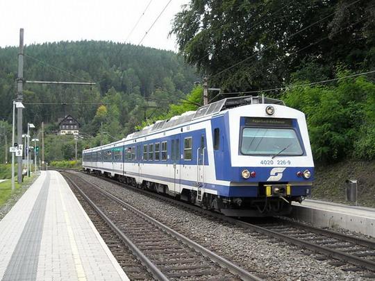 Vlak R 2976 prechádza zastávkou Küb, 15.8.2008, © Peter Žídek