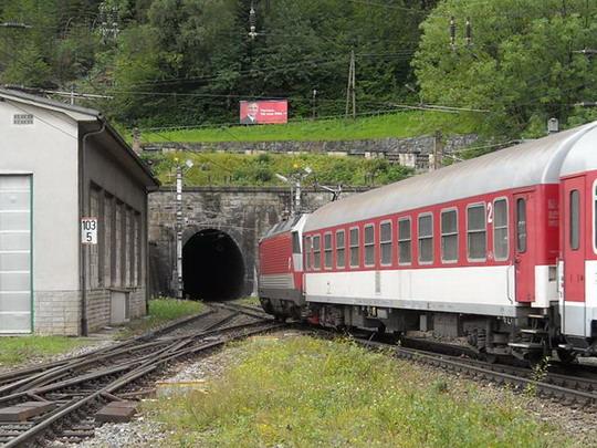 Vlak EZ 1953 Wiener Alpen opúšťa stanicu Semmering, 16.8.2008, © Peter Žídek