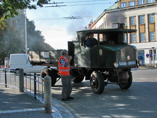 30.08.2008 - Hradec Králové, Smetanovo nábř.: právě dorazil Sentinel © PhDr. Zbyněk Zlinský