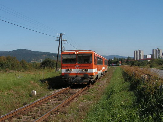 31. 8. 2008 - 811 017 + 912 001, Os 4052, Čadca - Makov © Ján Chromík