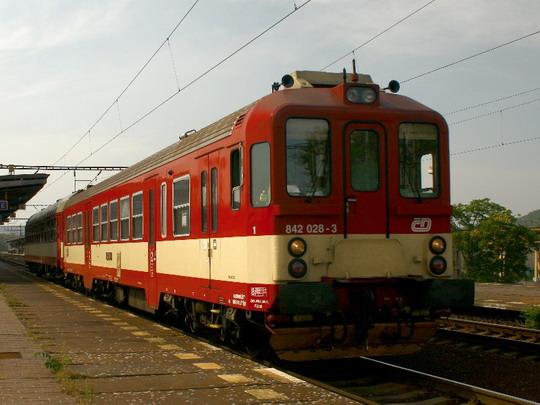 12.9.2008 - nádraží Praha-Holešovice: v závěru  dne nečekané setkání 842 028-3 © Jiří Řechka