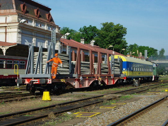 06.07.2008 - Meziměstí kloubový vůz na přepravu kontejnerů Sggrss 733.1 Nr 224001 + 710.797, © Václav Vyskočil