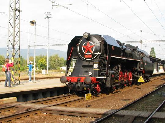 475.179 objíždí soupravu zvláštního vlaku v Teplicích v Čechách dne 28.9.2008 © PhDr. Zbyněk Zlinský