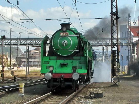 Příjezd protokolárního vlaku z Prahy-Holešovic před vstup do areálu SOKV Ústí nad Labem dne 26.9.2008 © PhDr. Zbyněk Zlinský