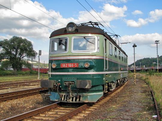 Historická ostravská 182.168-5 čeká dne 26.9.2008 před vjezdem do SOKV Ústí n.L. © PhDr. Zbyněk Zlinský