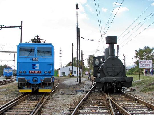 Současnost a historie: 372.010-9 a 322.022 na kolejích SOKV Ústí nad Labem dne 26.9.2008 © PhDr. Zbyněk Zlinský