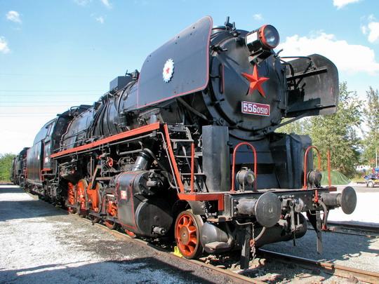 556.0510 v čele konvoje parních lokomotiv na kolejích SOKV Ústí nad Labem dne 26.9.2008 © PhDr. Zbyněk Zlinský