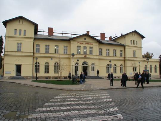 10.10.2008 - Praha-Vršovice: dnešní podoba výpravní budovy © PhDr. Zbyněk Zlinský