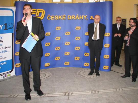10.10.2008 - Praha-Vršovice: tiskový mluvčí ČD Kubala zahajuje slavnost © PhDr. Zbyněk Zlinský