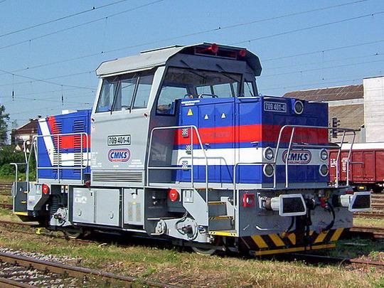 """11.07.2006 - Hradec Králové hl.n.: 709.401-4 """"Effishunter"""" ČMKS """"pózuje"""" v kolejišti © PhDr. Zbyněk Zlinský"""