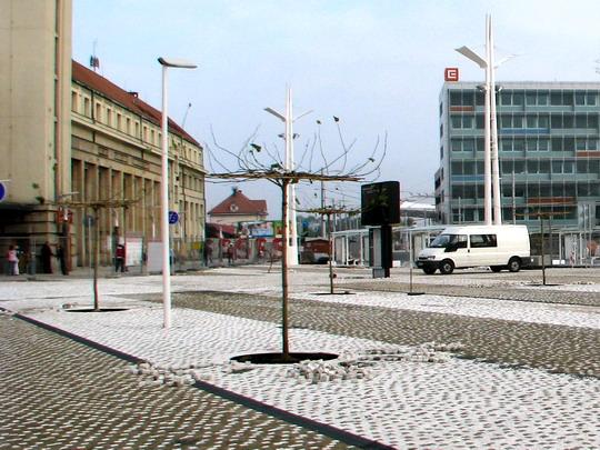 11.10.2008 - Hradec Králové: rekonstrukce Riegrova náměstí - stav dlažby před nádražím © PhDr. Zbyněk Zlinský