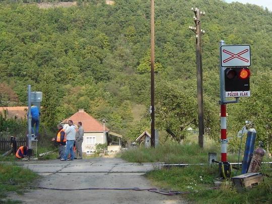 Šiatorská Bukovinka - km 136,632 ešte nasmerovať výstražník a ......, 30.9.2008, © Tomáš Rotbauer