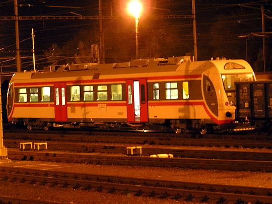 04.08.2005 - Ostrava hl.n.: první sériový vůz Dm12 4402 alias 849.002-1 na cestě do Finska © Martin Sýkora