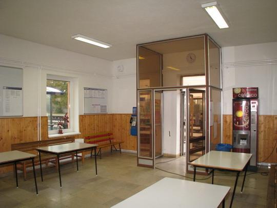 29.10.2008 - Mohelnice: čekárna útulná nejen pro bezdomovce © PhDr. Zbyněk Zlinský