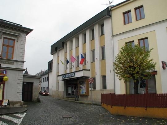 29.10.2008 - Mohelnice: kulturák přežil svou dobu - a společenskou akci k ukončení stavby také © PhDr. Zbyněk Zlinský