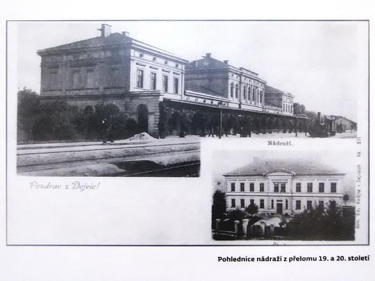 Stav výpravní budovy na přelomu 19. a 20. století - reprofoto z výstavky v odbavovací hale  © PhDr. Zbyněk Zlinský - ZOBRAZ!