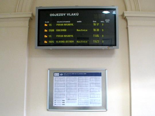 Odjezdy vlaků v odbavovací hale žst. Praha-Dejvice dne 6.11.2008 © PhDr. Zbyněk Zlinský