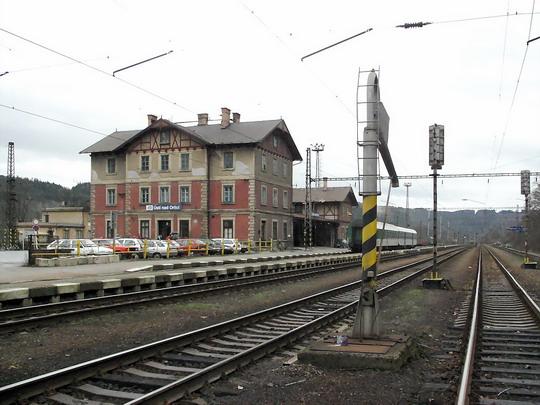 13.01.2007 - Ústí n.O.: staniční budova, letohradské nástupiště © PhDr. Zbyněk Zlinský