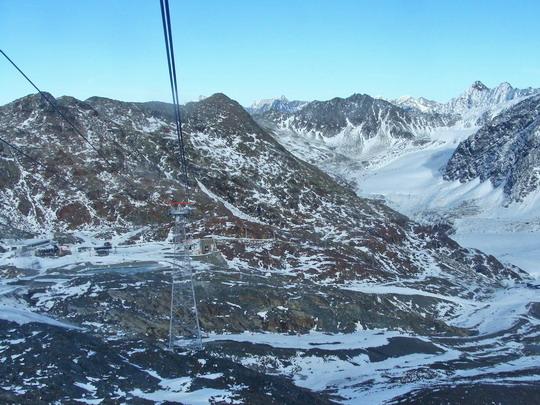 1.11.2008 - Pitztaler Gletscher: Pohľad z lanovky © Mária Gebhardtová