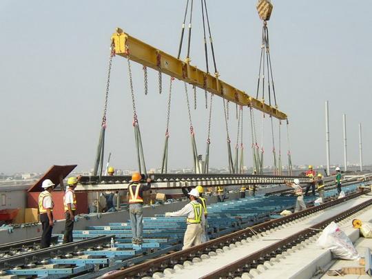 Doprava vyhybiek - ukladanie na TSS 1 © Rail.One