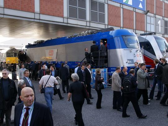 24.09.2008 - InnoTrans Berlín: stroj 380.001-8 v obležení návštěvníků © ŠKODA HOLDING, a.s.