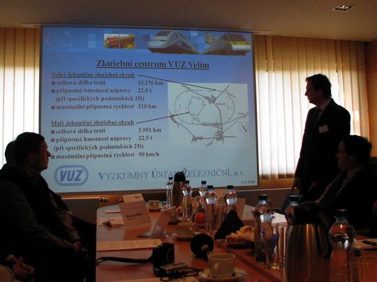 03.12.2008 - VUZ Velim: generální ředitel VUZ prezentuje Zkušební centrum Velim © PhDr. Zbyněk Zlinský
