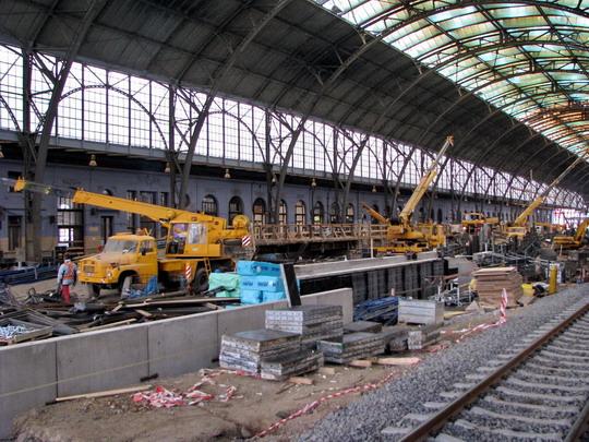 17.09.2008 - Praha hl.n.: rekonstrukce 1. a 2. nástupiště © PhDr. Zbyněk Zlinský