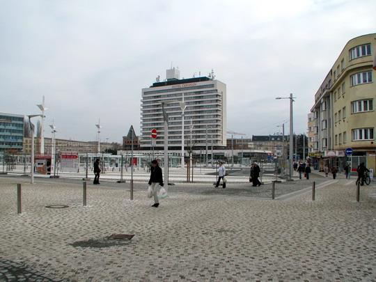 15.11.2008 - Hradec Králové: rekonstrukce Riegrova náměstí - pohled od nádražní pošty © PhDr. Zbyněk Zlinský