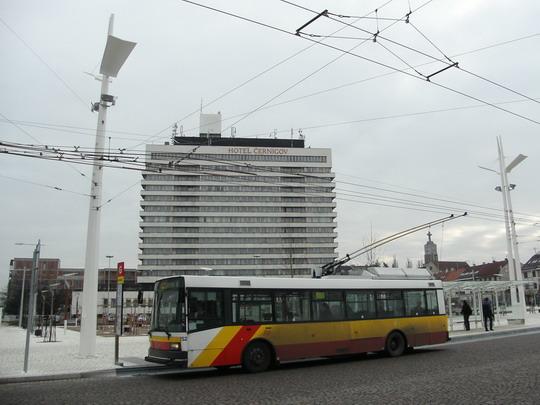 10.12.2008 - Hradec Králové: zprovoznění Riegrova náměstí - trolejbuss linky č. 6 na stanovišti G © PhDr. Zbyněk Zlinský