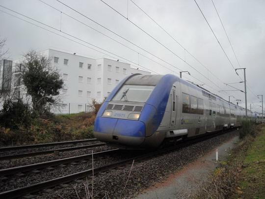 TER sa ponáhľa do stanice..., Vannes, 7.12.2008, © Peter Žídek