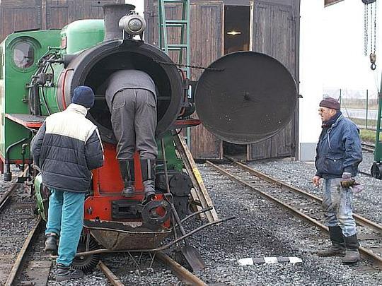 13.12.2008 - Kolínská řepařská drážka: zazimování parní BS 80 - vymytí, vypuštění vody, promazání,... © Mixmouses
