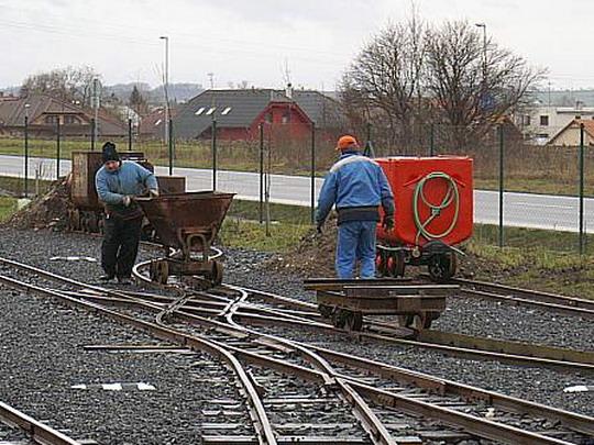 20.12.2008 - Kolínská řepařská drážka: po obědě ještě rychle přešíbovat malé vagonky a znovu na trať © Mixmouses