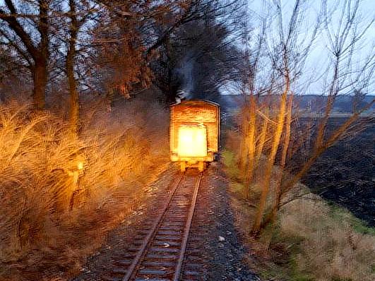 20.12.2008 - Kolínská řepařská drážka: začalo se smrákat, proto zapínám oba světlomety na mašince, abychom vše mohli dodělat © Mixmouses