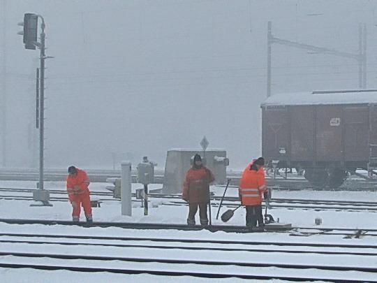 """09.01.2009 - Hulín: zimní """"radosti"""" železničářské © PhDr. Zbyněk Zlinský"""