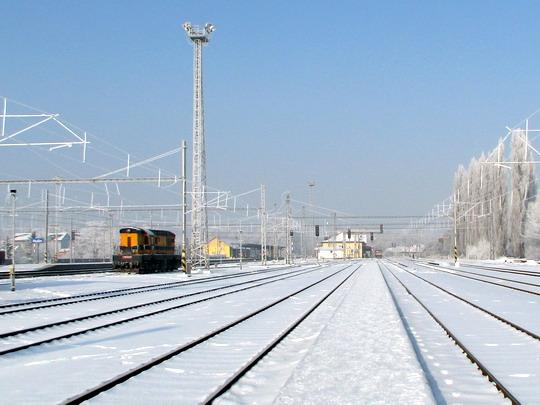 09.01.2009 - Hulín: pohled k nádraží a 770.412-5 BFL © PhDr. Zbyněk Zlinský