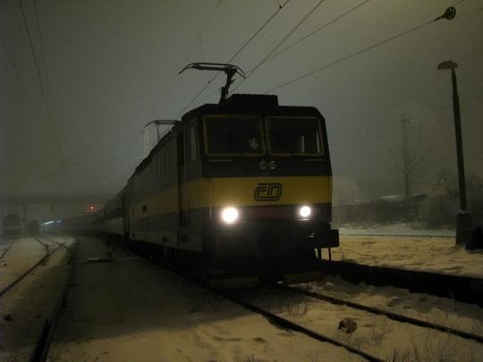 """17.01.2009 - Hradec Králové hl.n.: 163.026-8 v čele Sv 5691 (pro R 625 """"Vsacan"""") do Pardubic © PhDr. Zbyněk Zlinský"""
