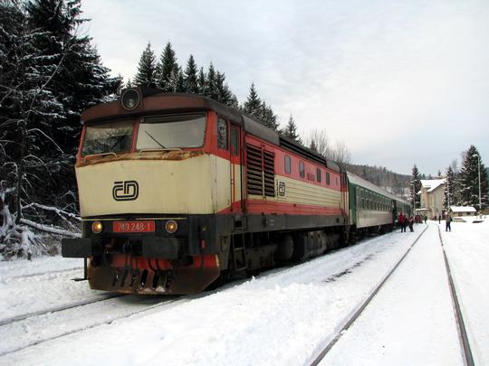 17.01.2009 - Ostružná: 749.248-1 v čele R 906 Jeseník - Brno hl.n. © PhDr. Zbyněk Zlinský