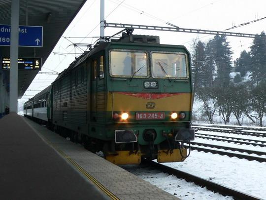 17.01.2009 - Zábřeh n.M.: 163.245-4 s osobákem do České Třebové © Karel Furiš