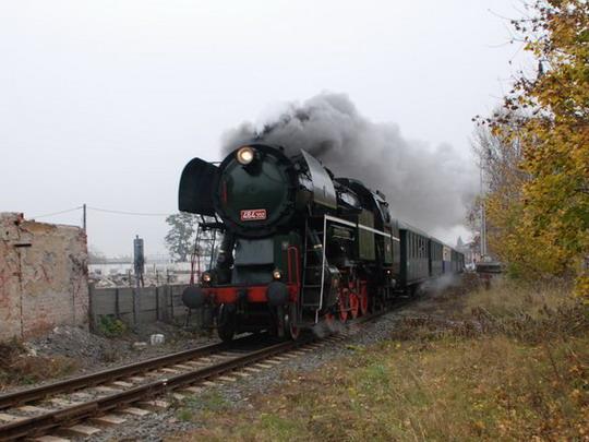 28.10.2008 - Olomouc: 464.202 v čele zvláštního vlaku mezi hlavním nádražím a zastávkou Smetanovy Sady © Radek Hořínek - ZOBRAZ!