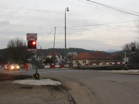 Pohľad na priecestie smerom od mesta, 10.12.2008, © Tomáš Rotbauer