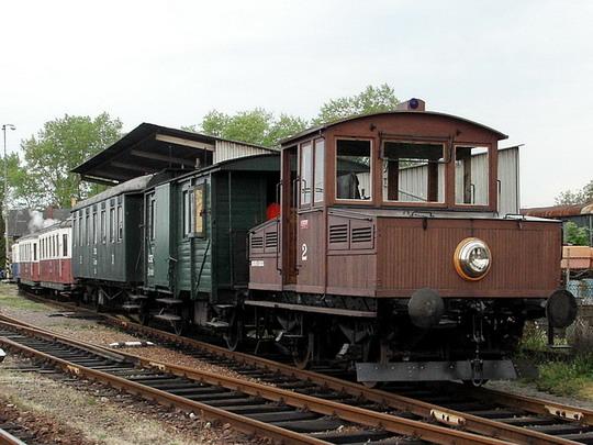 Akumulátorová lokomotiva (Ringhoffer 1916) při posunu (05.05.2007 - Výtopna Jaroměř)  © PhDr. Zbyněk Zlinský